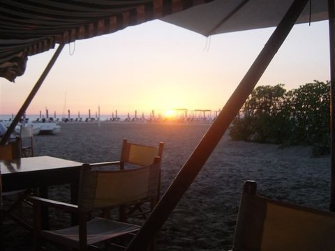 I beach club pi belli d 39 italia - Bagno elena forte dei marmi ...
