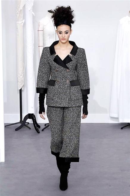 Sfilata chanel autunno inverno 2016 2017 alta moda parigi for Chanel alta moda