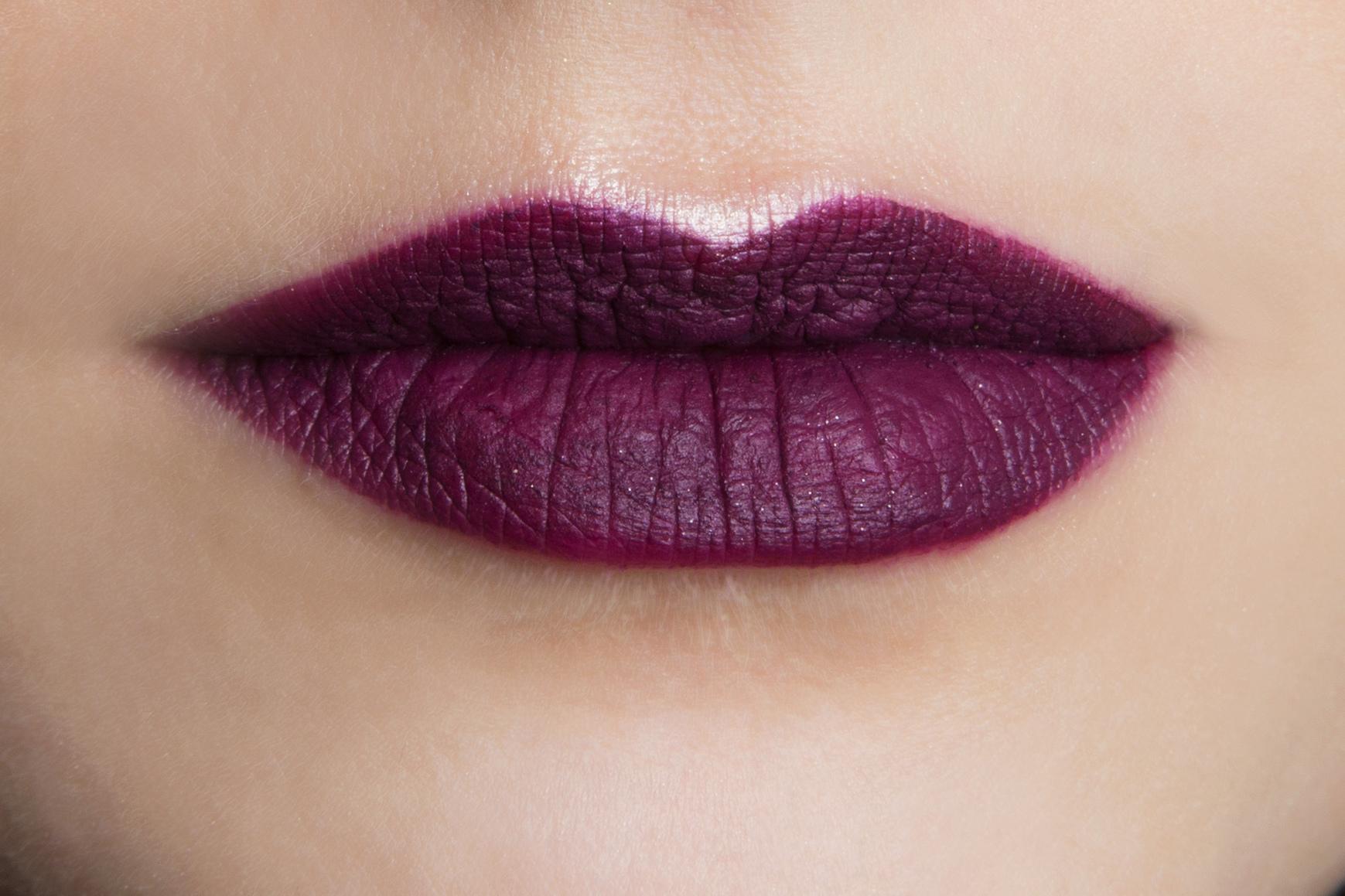 Ben noto Labbra color prugna con i rossetti rubati alle sfilate HL48
