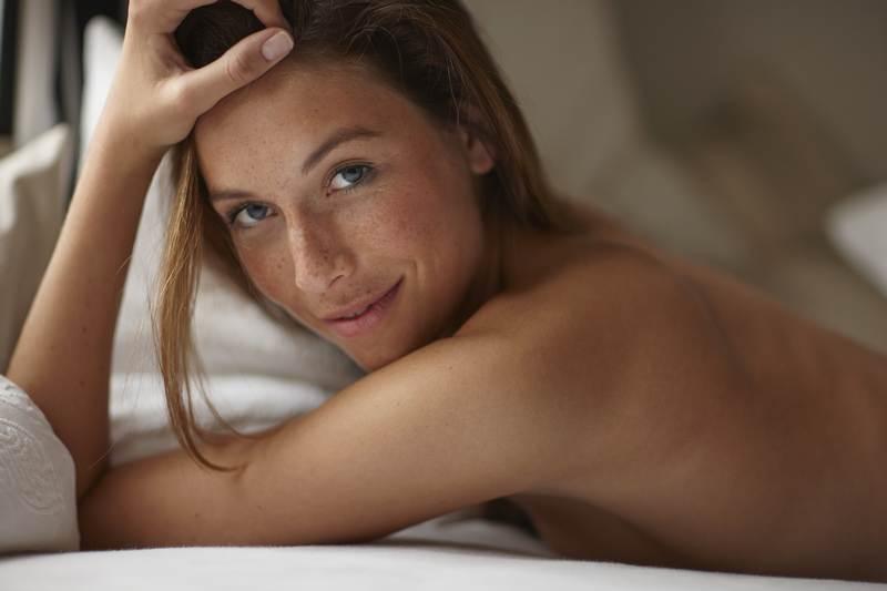 Dormire nudi fa davvero bene lo sapete ecco 9 benefici - Cosa preferiscono le donne a letto ...