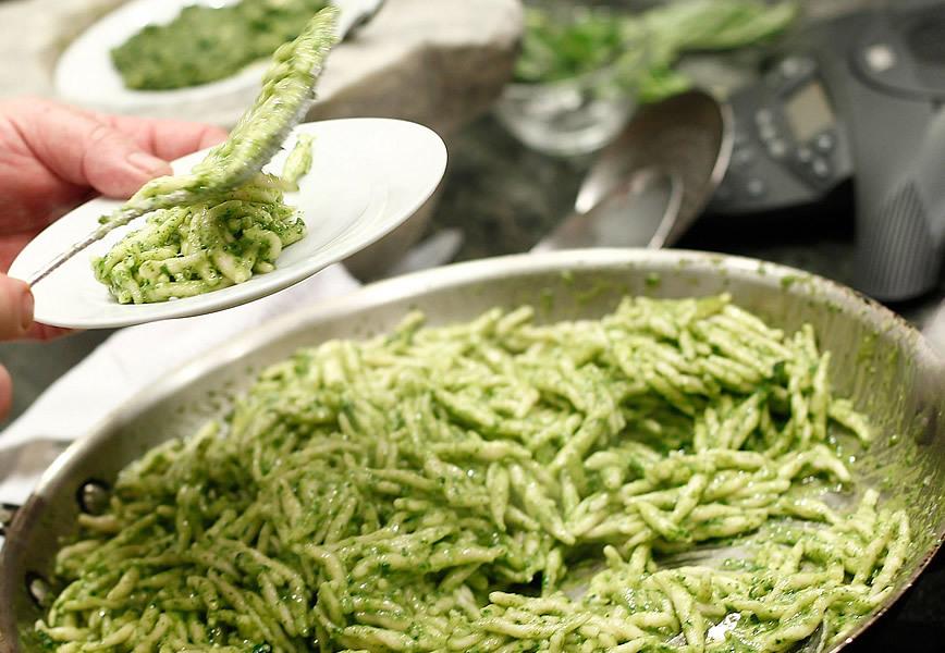 Pesto alla genovese la ricetta originale e sei modi di usarla - Cucina gourmet ricette ...