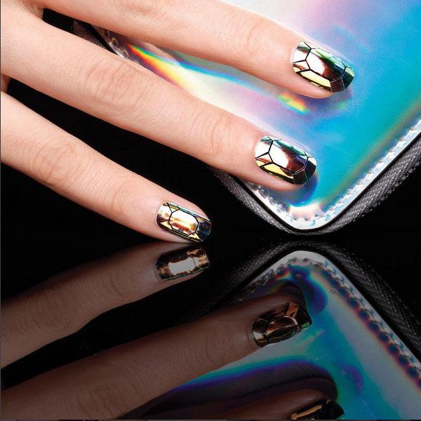Nail Art: Il Trend Dell'autunno 2015 è La Glass Manicure