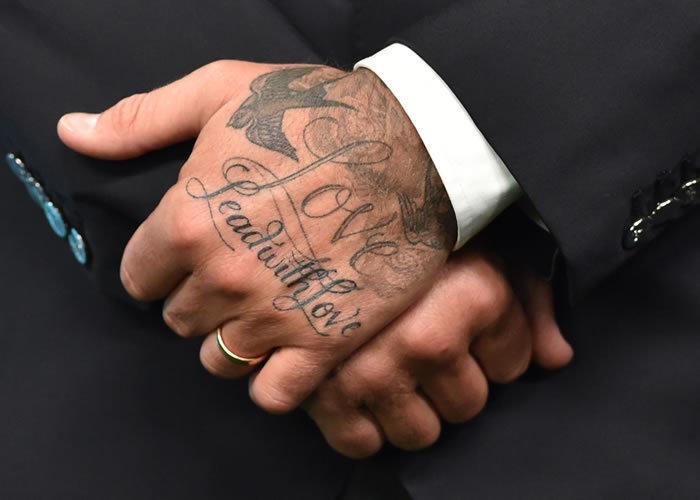 spesso Foto: tatuaggi con le scritte, 26 star a cui ispirarsi VS98