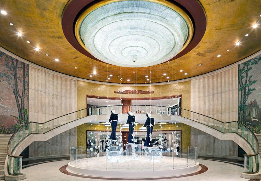 Zara alla fashion week di milano con un 39 installazione for Zara uffici milano