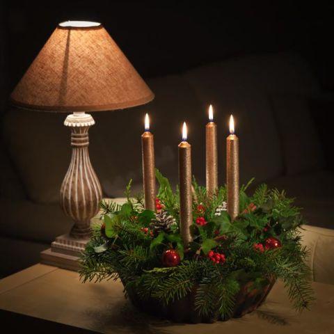 12 centrotavola natalizi fai da te creativi con candele e fiori - Portacandele natalizi fai da te ...