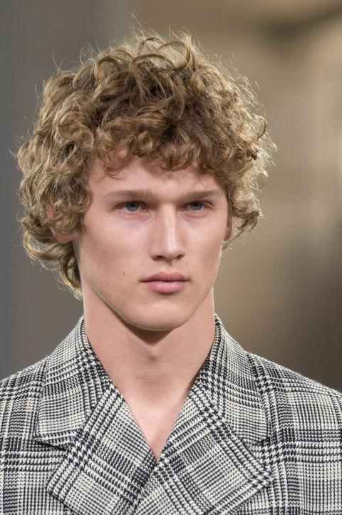 Connu Capelli corti uomo: la frangia protagonista dei tagli moda 2017 OV68