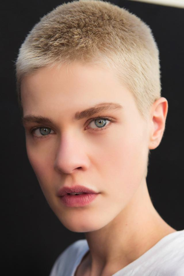 Estremamente Tagli capelli corti 2017: le acconciature glam per la primavera estate EN58