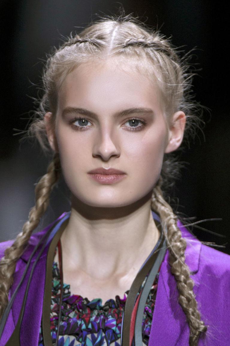 Souvent Acconciature con trecce per capelli ricci – Acconciature di moda  AX67