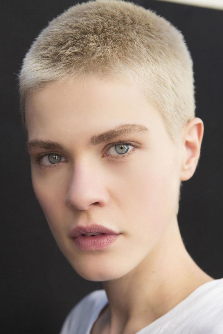abbastanza Tendenze capelli 2017 per l'estate: tagli, acconciature e colore DY58