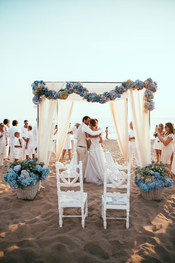 Matrimonio Su Spiaggia : Sposarsi in riva al mare per un matrimonio a piedi nudi