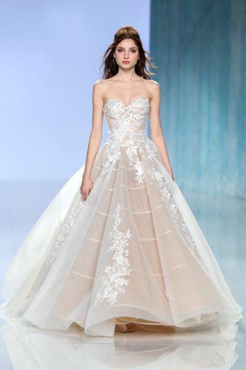 Assez Gli abiti da sposa del 2018 seguono una tendenza chiara: il colore  HT93