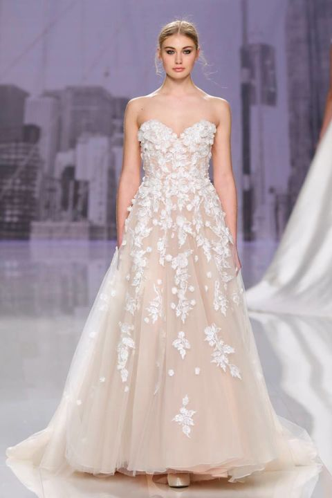 Super Gli abiti da sposa del 2018 seguono una tendenza chiara: il colore  DA58